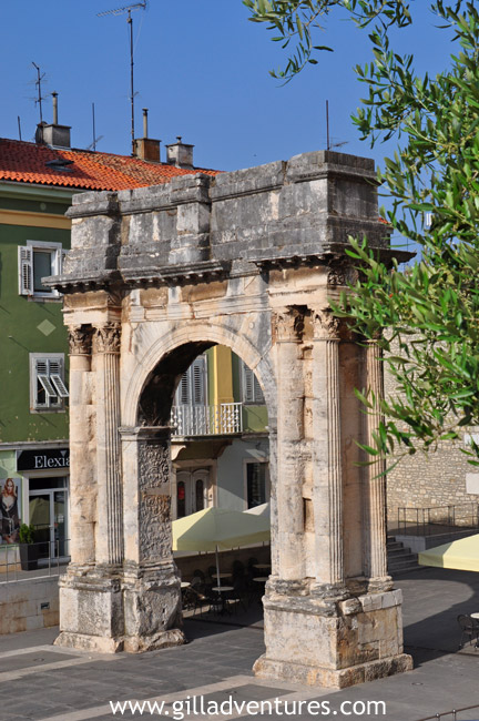 The triumphal Arch of the Sergi, built in the late 1st century BC. It was privately funded by a local family, not by Rome. 