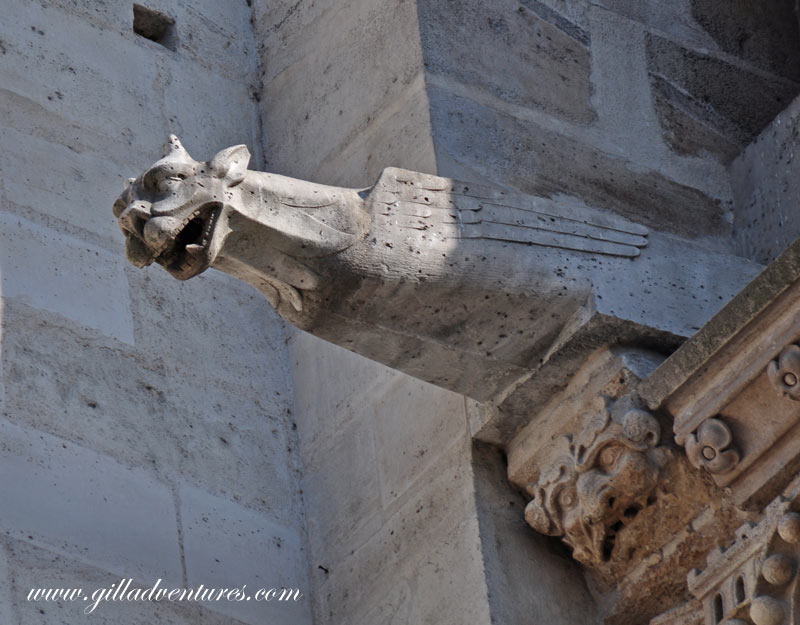 Gargoyles-of-Notre-Dame-1
